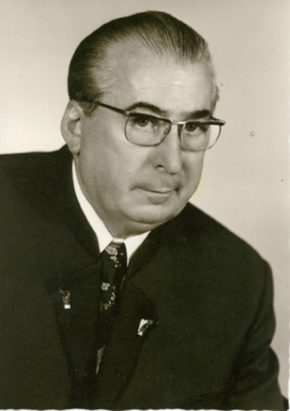 Der Firmengründer <b>Adolf Locher</b> hat sich bereits in jungen Jahren mit der <b>...</b> - 1939_FirmengruenderAdolf_LocherBildaus1973.43641605